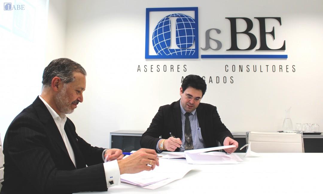 mundoFranquicia y LABE Abogados firman un acuerdo de colaboración
